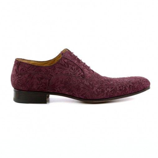 Ga dit seizoen voor een super stijlvolle look met deze paarse oxford veterschoenen van Sacha! De schoenen zijn gemaakt van su�de met een bloemen dessin en kunnen zowel onder een geklede outfit als onder een casual look gedragen worden. De veterschoenen zi