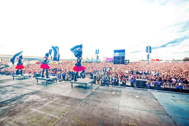 「Reading and Leeds Festivals 2015」でのBABYMETALのライブの様子。 (c)AMUSE Inc.