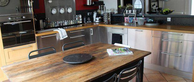 Cuisine chaleureuse : table ancienne, meubles bois et inox | home ...
