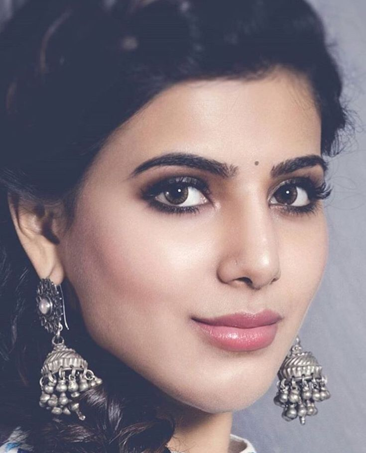 Make up inspiration from Tamil heroine, Samantha Ruth Prabhu. Smokey eyes, natural lips, silver jewellery.