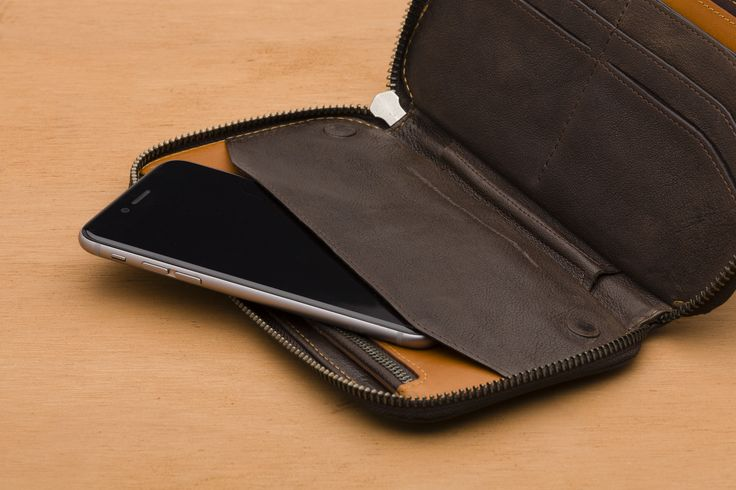 The Carry Out Wallet is a versatile portfolio, which adjusts to your needs. With room for all major global currencies the Carry Out lets you organize your phone, cash, cards, coins, pen and even a passport in one place.