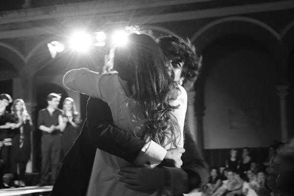 Uno de los múltiples momentos emocionantes vividos esa noche: el abrazo entre @ManuelLombo y @PastoraSoler #Generación27