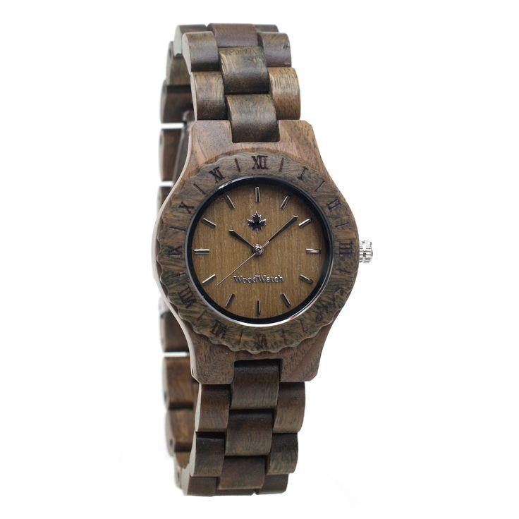 De Lotus is een houten horloge speciaal ontworpen voor vrouwen, gemaakt van de beste kwaliteit groen sandelhout. De ideale toevoeging op je dames outfit!