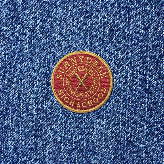 Please note that Jennis Prints can not guarantee that your order will arrive in time for the holidays, please read the SHIPPING & DELIVERY before ordering. Are you a fan of Joss Whedons epic TV-show Buffy the Vampire Slayer? Well, how can one not be!? Buffy the Vampire Slayer inspired Sunnydale High School iron-on fan patch is an original print from Jennis Prints.  Size: 2.9 x 2.9 (7 cm x 7 cm)  The colors in the patch matches the Buffy the Vampire Slayer inspired Sunnydale Cheerleader…