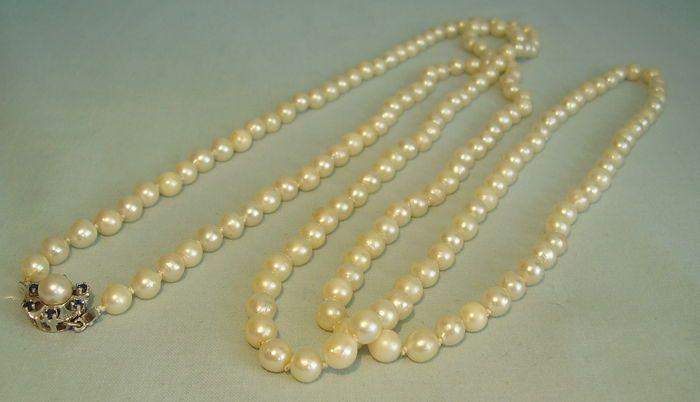 Catawiki online auction house: Long akoya - cultured pearl chain. Akoya pearl sautoir , length 148 cm
