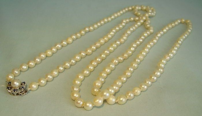 Catawiki online auction house: Long akoya - cultured pearl chain. Akoya pearl sautoir , length 148 cm
