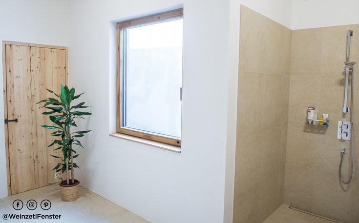 Fenster mit viel Geschichte - es wurde aus vom Kunden mühevoll gesammelten Altholz von Weinpressen gefertigt.