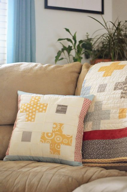 Positively Perfect pillow tut & 194 best Table CoversPillowsPlacematsTutorials images on ... pillowsntoast.com