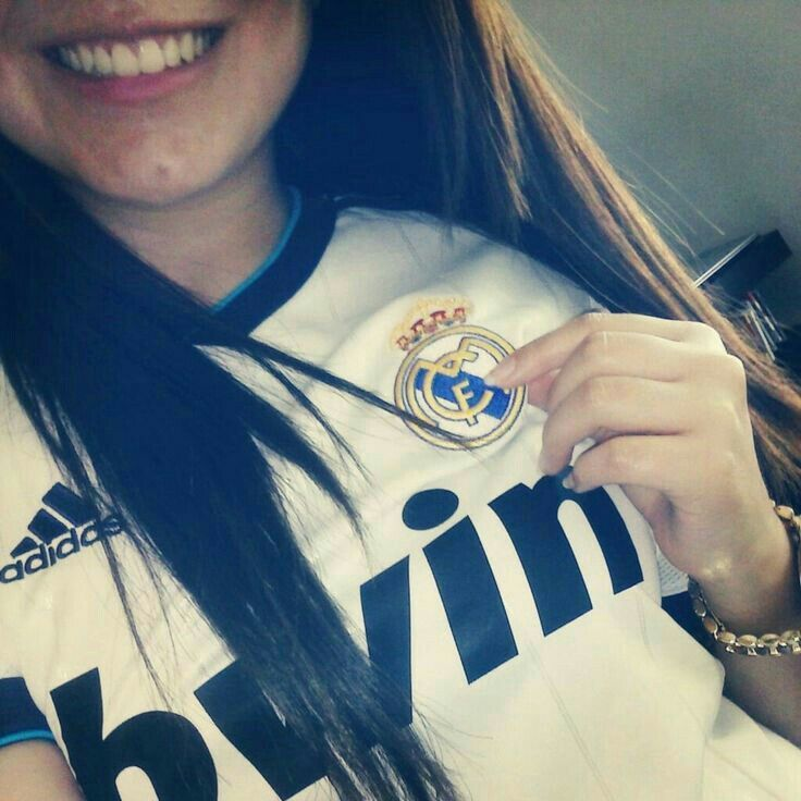 Pin By Annie On Football Girls Madrid Girl Snap Girls Football Girls