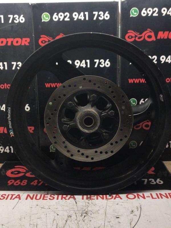 Llanta Trasera Ducati Monster 696 de 2009 En Cya Motor te ofrecemos recambiousado para motocicletas al mejor precio.Esta Llanta Trasera Ducati Monster 696 de 2009 es de segunda mano. Recambio con referencia 50221301AB. Proviene de la descontaminación de una moto accidentada. Tras pasar todos los controles de verificación y buen funcionamiento, y