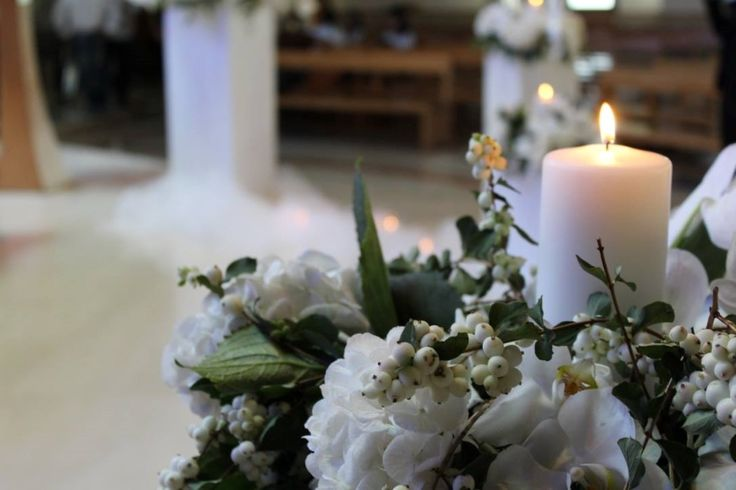 There's really no other lighting evokes romance quite like flickering candlelight. Classy, timeless and oh-so- pretty, wedding candles ideas…