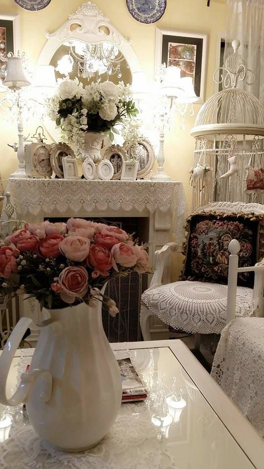 *・゜*:fairynests:*゜・*...what a gorgeous display.  Love the birdcage with decorations.