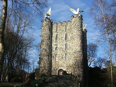 La tour d'Eben-Ezer construite par cet objecteur de conscience, Monsieur Garcet