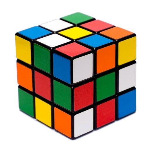 Il Cubo di Rubik è un must senza tempo!  #quandonoiervamobambini #roccogiocattolishop #giocattoli #vintage #cubodirubik #giochivintage