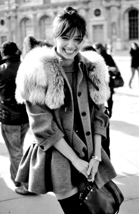 girl smiling: Fur Coats, Cute Coats, Grey Coats, Fashion Outfits, Daisies Low, Street Style, Thighs High, Fur Collars, Winter Coats