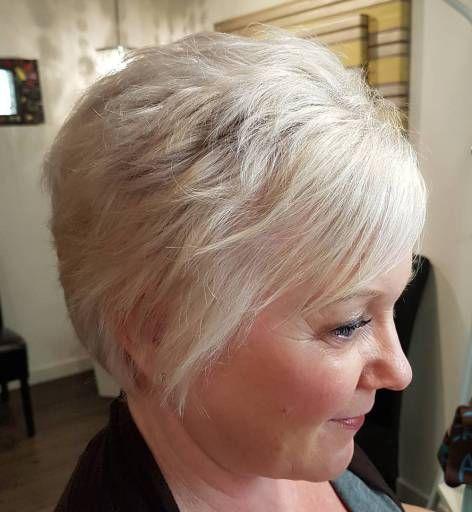 Kurze Blondine über Frisur | Weitere Inspirationen zu Styles finden Sie auf 40plusstyle.com – www.womentrends.c … – # HairstylesForWomenOver40