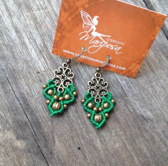 Small Micro macramé earrings in bright green par creationsmariposa, $20.00