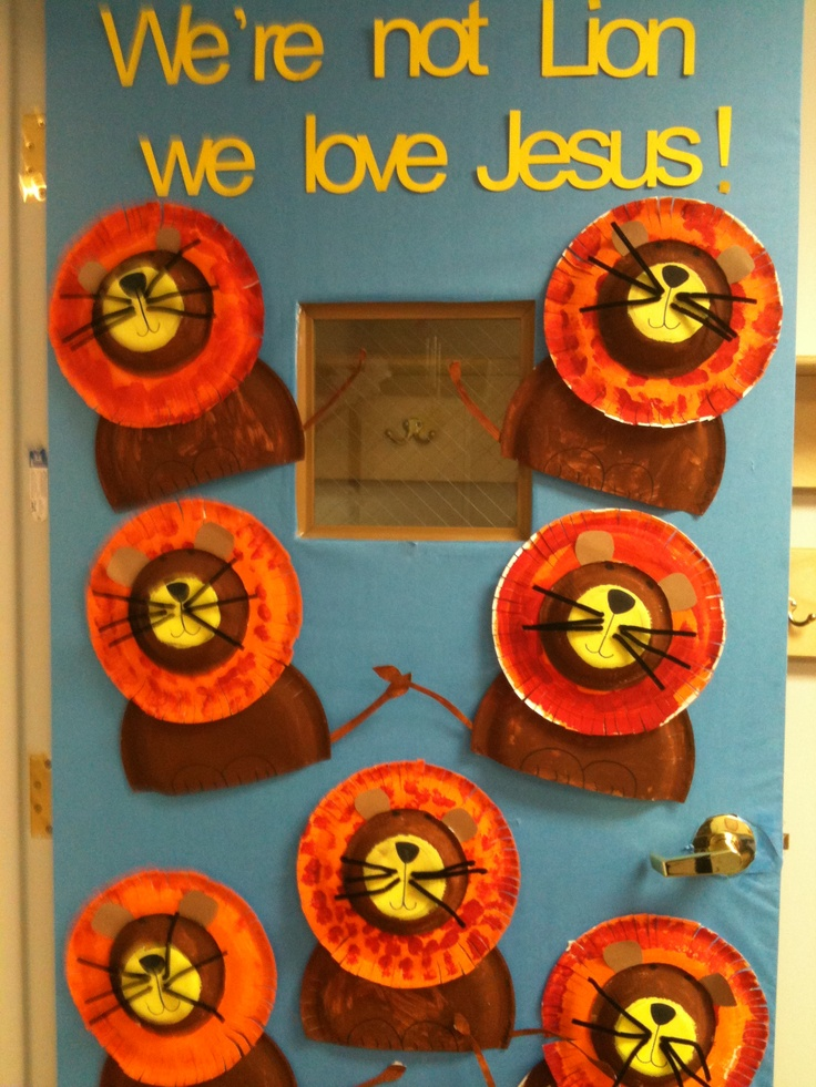 Bulletin Board/ door decoration for March! How cute would this be for the Lion Unit in Rainbows?