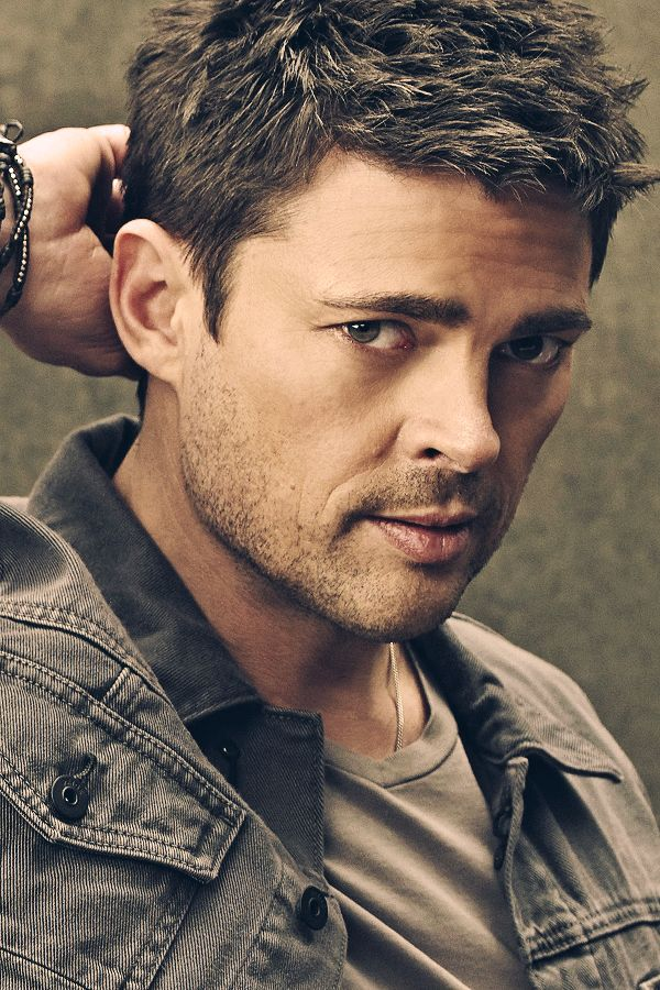 Karl Urban. SubCategory A: Sweet. Baby. Jeebus. SubCategory B: The Porn... Lip. Iris. Hair. Eyebrow of Ladybit Doom... So. Much. Porn. SubCategory C: Am I Dead?