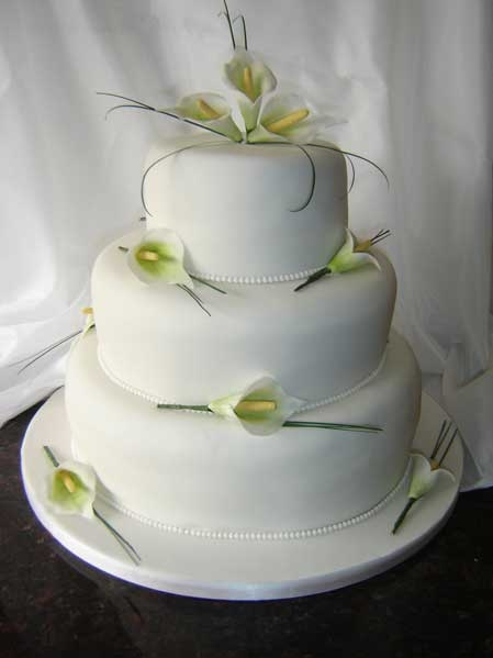 wedding cakes with lilies and roses best 25 calla cake ideas on 26057