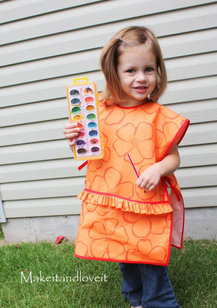 Children's Art Smock: for your little one who loves to paint or do messy art projects.   www.makeit-loveit.com