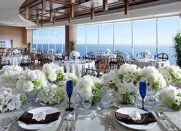 シェラトン・グランデ・トーキョーベイ・ホテル|結婚式場写真「最上階のデザイナーズバンケット「ベイラウンジ」はオールドハワイをテーマにした海を眺められる会場。