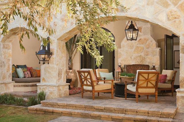 Outdoor Lounge - Texas Limestone
