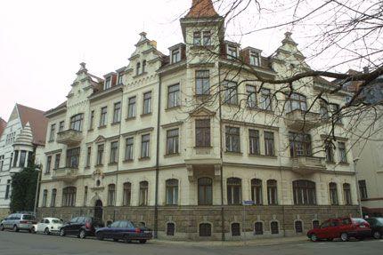 Das Leipziger Waldstraßenviertel ermöglicht an einer einzigen Wegstrecke die Wanderung durch die Wohnungsbaugeschichte Leipzigs von 1830 bis heute.