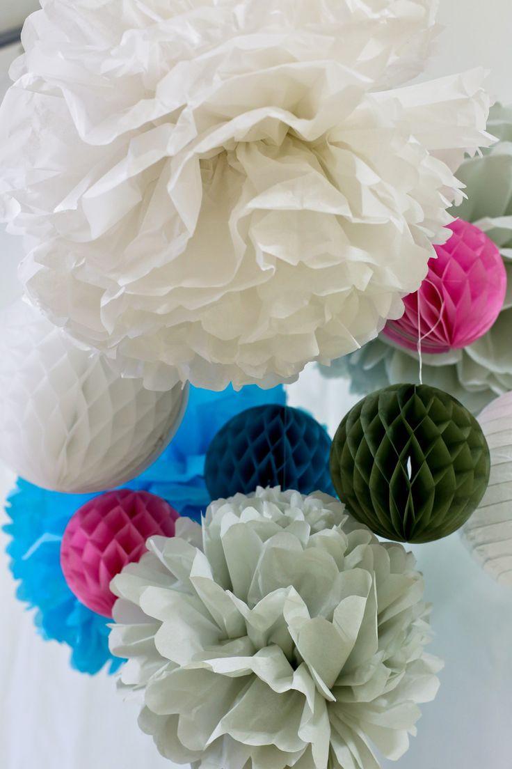 Pom pon di carta velina in differenti colori realizzati a mano : Decorazioni murali di origamidizucchero