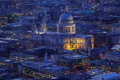 St. Pauls Cathedral a night, what a lovely sight