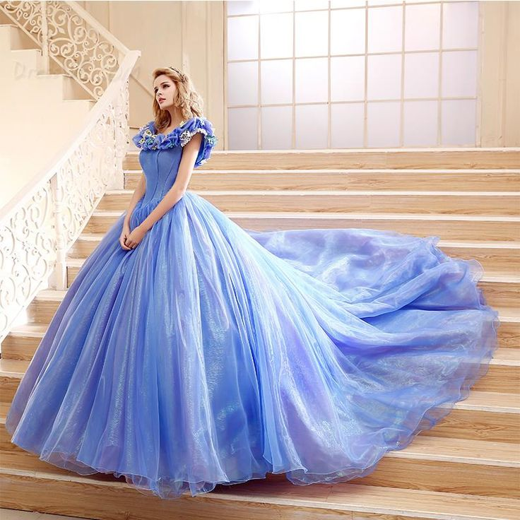 ashleechiffon: WoW! I'd love to be wearing this gown…how Wonderful!