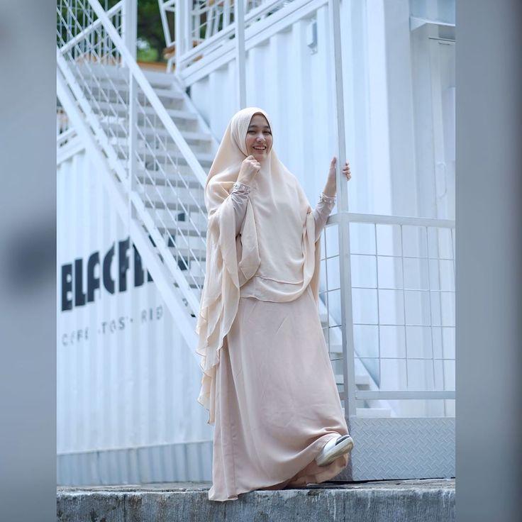Ootd hari ini   .  .  .  Me wearing tahminah set by @sisesaclothing .  .  .  Ready @rikhelindsyari_boutique .  .  #sisesaclothing #sisesa #sisesasyari #sisesasidoarjo #ootdsisesaclothing #ootdsisesa #ootdsisesasyari #sisesalovers
