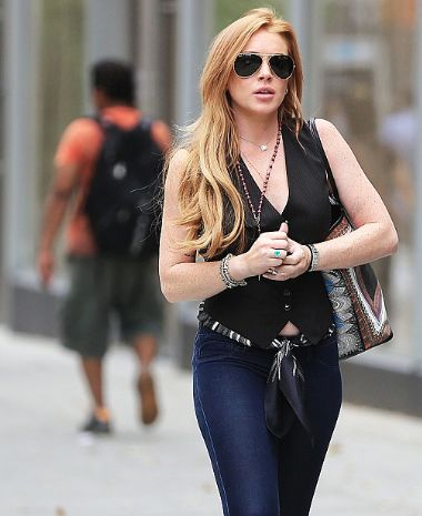 Lindsay Lohan Looks Happy, Healthy, and Stylish While Shopping in NYC! [PHOTOS] (JOSALYNMONET.com)