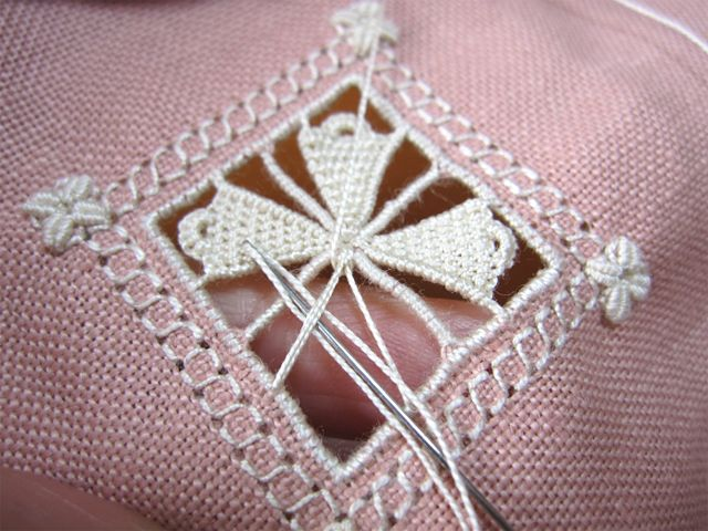 biscornu in openwork with beautiful needle lace - very pretty - full tutorial includes video