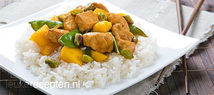 Makkelijk en gezond Aziatisch recept met kip, zoete mango, peultjes en pistachenootjes