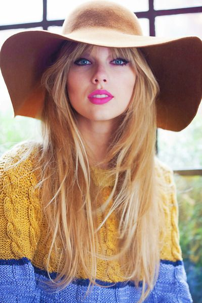 Love the colour block cabled knit sweater. Taylor Swift in Vogue. #knitwear