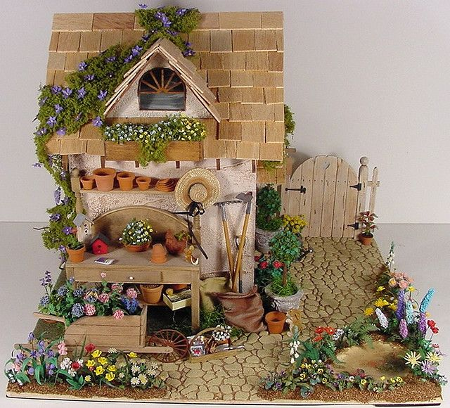 Garden Shed Miniature Potting Shed 1:12 Scale Miniature von MiniatureMadness auf Flickr