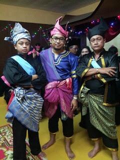 Malaysian warrior traditional suite. Baju melayu/ tengkolok/ keris
