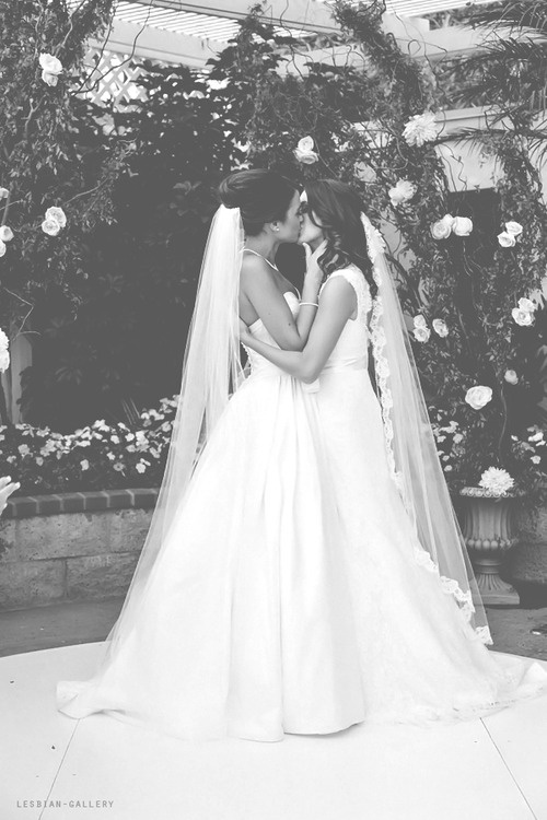 I want a picture like this.. With both our veils hanging down
