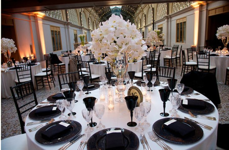 White Linens And Black Place Settings... Hmmm.... Http