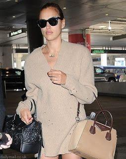 海外セレブスナップ | Celebrity Style: 【イリーナ・シェイク】オーバーサイズニット×サンダルの空港スタイルでバカンスへ向かうイリーナ!
