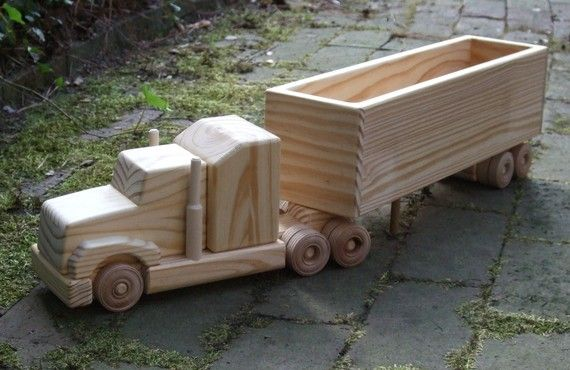 Wooden Toy Truck                                                                                                                                                                                 Mais
