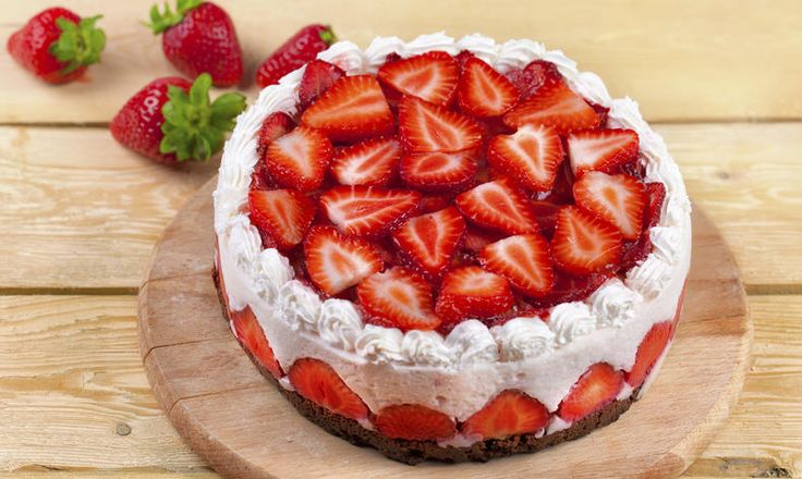 Fit nepečený jogurtový dort s jahodami