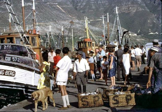 hOUTBAY, 1968.Vintage Everyday: 40 Wonderful Color Photographs Capture Street Scenes of Cape Town, South Africa from between the 1950s and 1970s