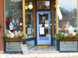 VERMONT -  Just Paint at Clementine is run by Gail Rice, is in Middlebury, VERMONT with a Paris flea market style.