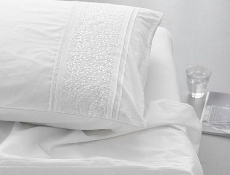 1000 idee n over romantisch beddengoed op pinterest chique slaapkamers romantische - Witte hoofdeinde ...