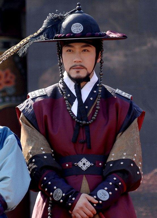 201003182021391_3_shinhwa3303.jpg (554×768)오윤 최철호 Dong Yi (Hangul: 동이; hanja: 同伊) is a 2010 South Korean historical television drama series, starring Han Hyo-joo, Ji Jin-hee, Lee So-yeon andBae Soo-bin. About the love story between King Sukjong and Choi Suk-bin, it aired on MBC from 22 March to 12 October 2010 on Mondays and Tuesdays at 21:55 for 60 episodes.cal television drama series, starring Han Hyo-joo, Ji Jin-hee, Lee So-yeon andBae Soo-bin. About the love story between King Sukjong…