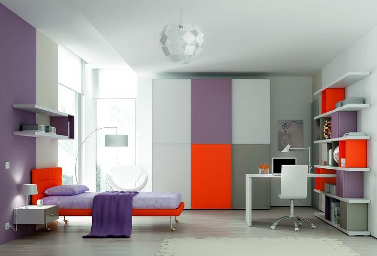YC32 studentský pokoj s oranžovou