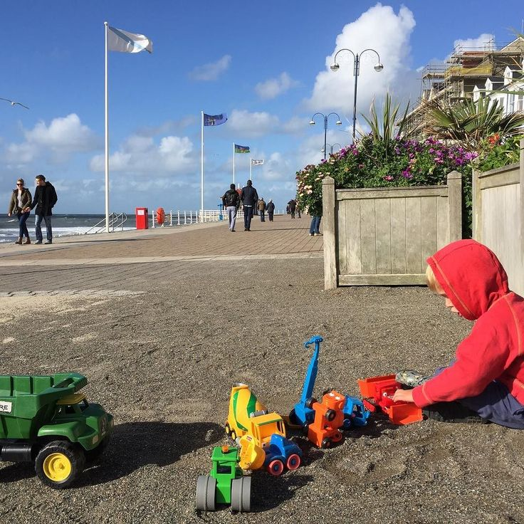 Cleaning up the gravel on #Aberystwyth #promenade #bulldozer #digger