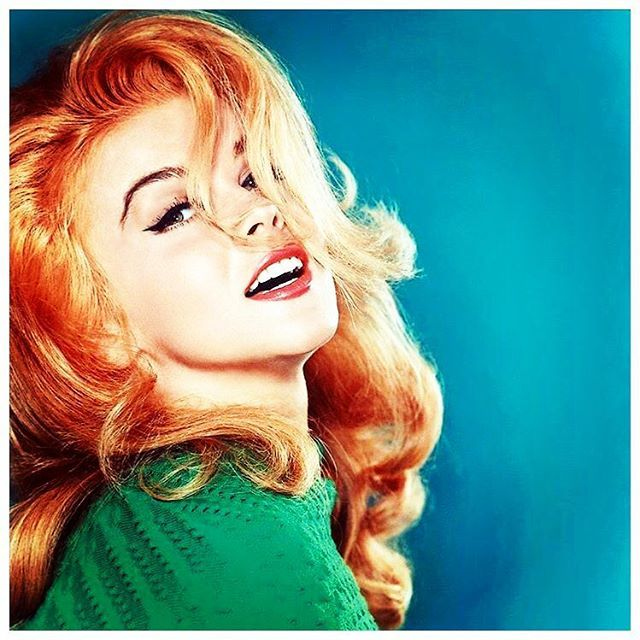 Poppy Montgomery ..The green sweater...the red hair 😍 I want it!!!!! #Redhead goals #bombshell #annMargret #wcw